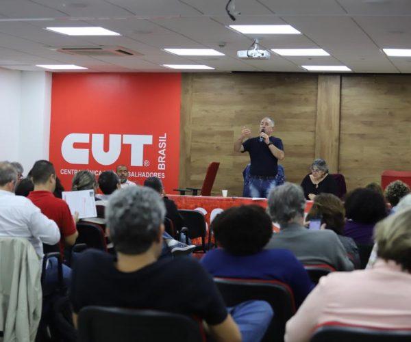 Sérgio Nobre anunciando as decisões da reunião. (Foto: CUT)