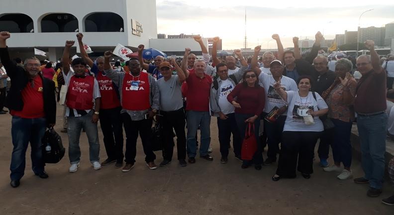 Condsef/Fenadsef e filiadas em ato pelo SUS hoje, em Brasília (Fotos: Condsef)